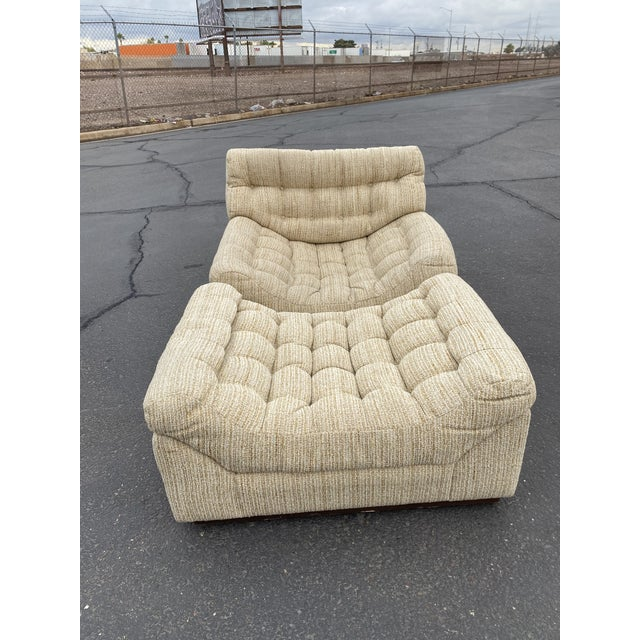 Mid-Century Modern Vintage Deep Biscuit Tommy Tufted Lounge Chair and Ottoman For Sale - Image 3 of 13