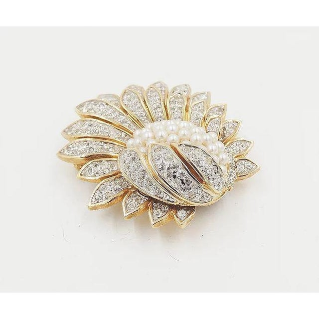 1960s Jomaz Pavé Rhinestone Faux-Pearl Pin For Sale - Image 4 of 9