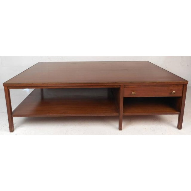 Mid-Century Modern Mid-Century Modern Walnut Coffee Table in the Style of Paul McCobb For Sale - Image 3 of 10
