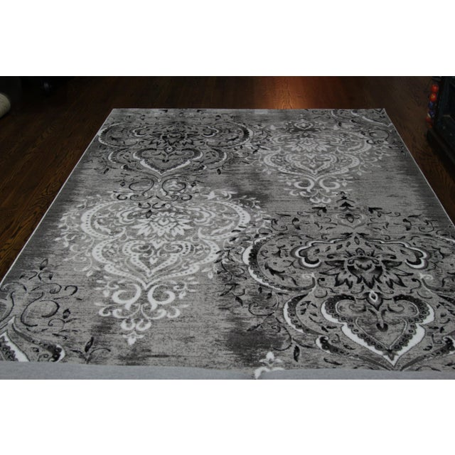 "Gray Damask Gray & White Rug- 5'3"" x 7'7"" For Sale - Image 8 of 8"