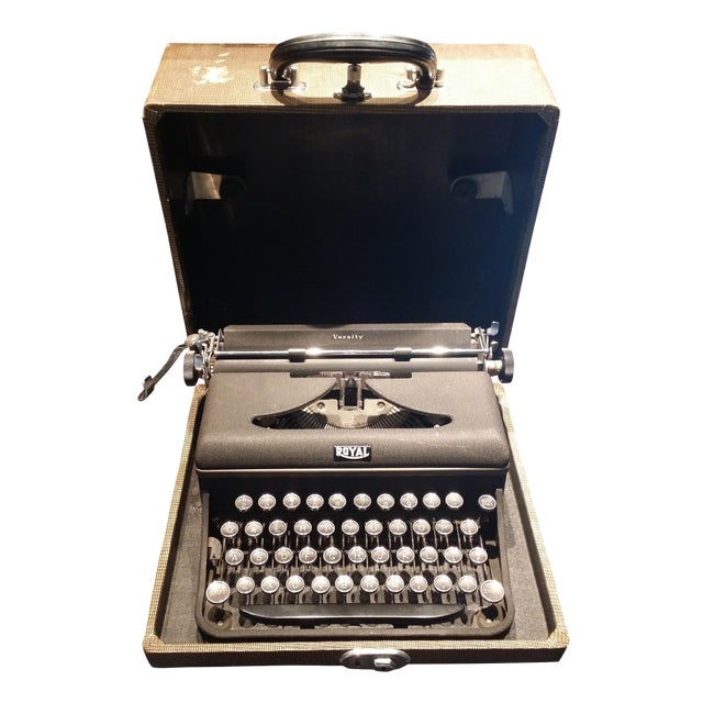 Vintage 1940s Royal Typewriter For Sale