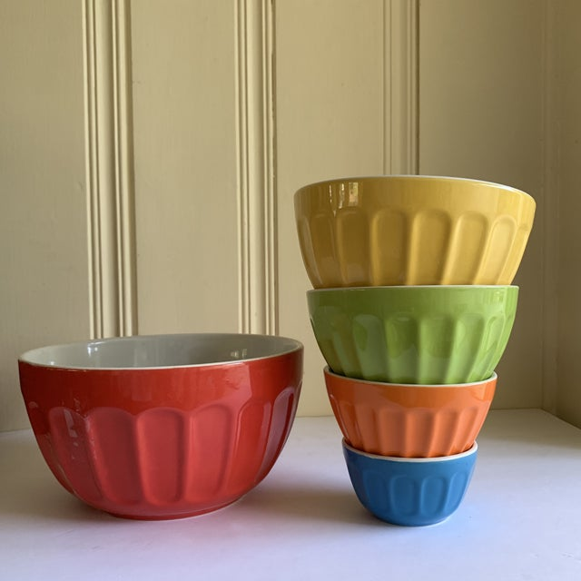 Colorful Set of Five Assorted Nesting Bowls For Sale In Los Angeles - Image 6 of 10