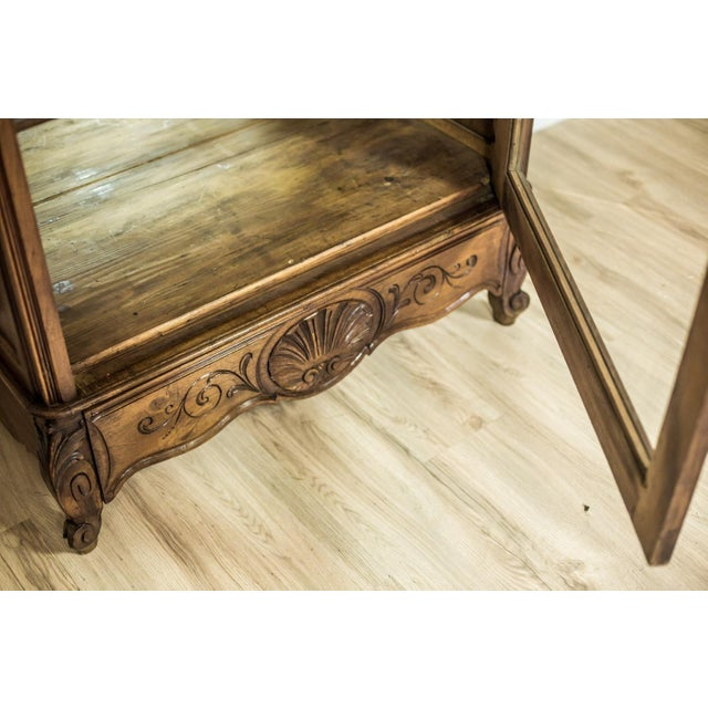 Early 20th-Century Walnut Neo-Rococo Showcase For Sale - Image 6 of 11