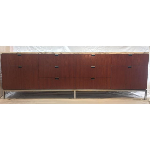 1970s 1970s Mid-Century Modern Florence Knoll Brazilian Rosewood Credenza With a Carrara Marble Top For Sale - Image 5 of 5