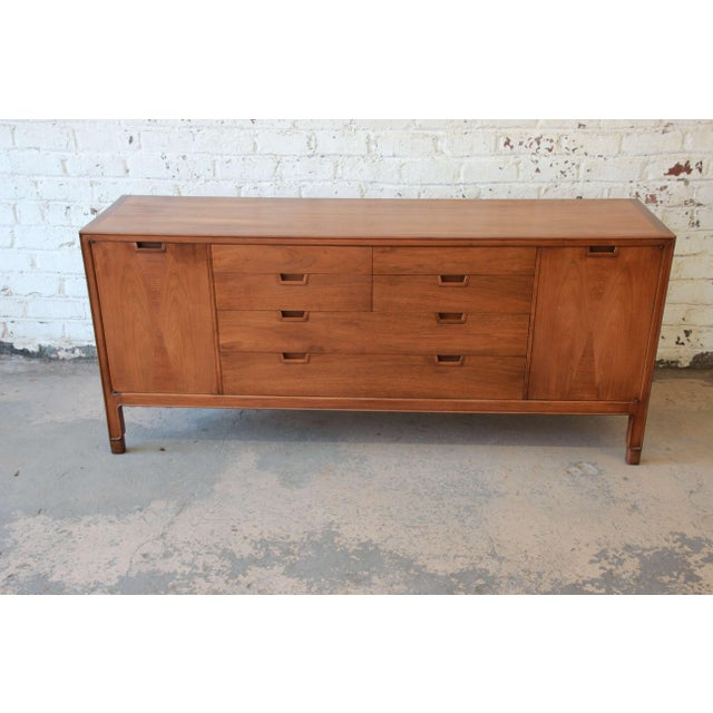 Offering a very nice unique fourteen drawer dresser or credenza by Mt. Airy. The dresser is apart of the Janus collection...