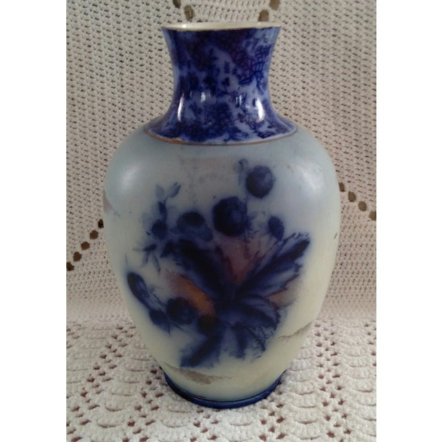 English Flow Blue and Sponged Gold Vase - Image 2 of 6