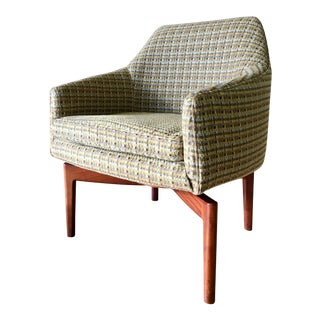 1960s Mid-Century Modern Jens Risom Accent Chair With Walnut Spider Legs For Sale