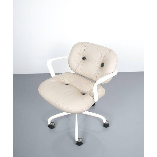 Mid-Century Modern Andrew Morrison and Bruce Hannah for Knoll Office Chair Beige Leather, 1975 For Sale - Image 3 of 8