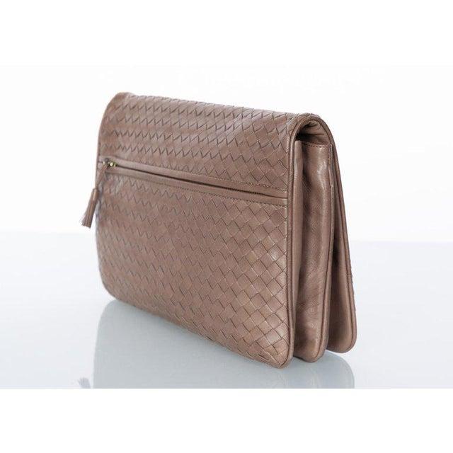 Vintage Bottega Veneta Intrecciato Leather Tassel Clutch Bag For Sale In Miami - Image 6 of 9