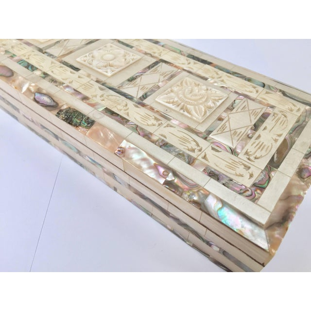Abalone Middle Eastern Abalone and Mother-Of-Pearl Inlay Large Rectangular Box For Sale - Image 7 of 13