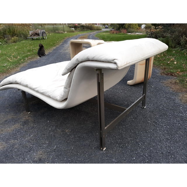 Italian Giovanni Offredi Onda Wave Leather and Stainless Lounge Chair by Saporiti Italia For Sale - Image 3 of 13