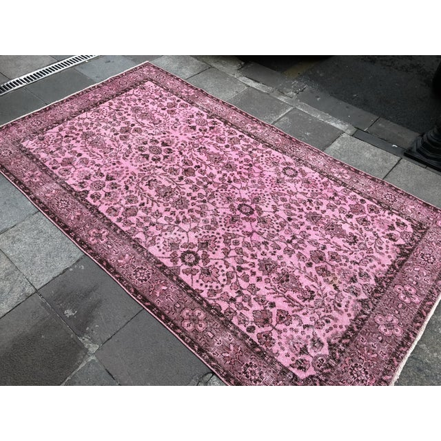 Textile 1960s Vintage Turkish Hand-Knotted Rug - 4′8″ × 8′3″ For Sale - Image 7 of 11