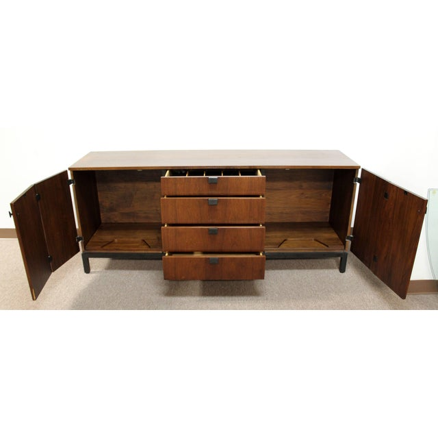 1960s Mid-Century Modern Merton Gershun for Dillingham Walnut Credenza and Hutch, 60's For Sale - Image 5 of 10