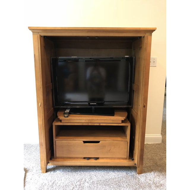 This Ethan Allen TV cabinet is perfect for smaller spaces, TV rooms, kids playrooms. Excellent condition! Features drawer...