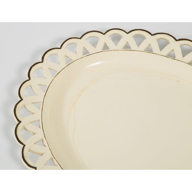 Late 19th Century English Creamware Bowl With Brown Rim With Underplate in Scallop Design 19th Century For Sale - Image 5 of 8