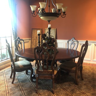 Traditional Round Dining Room Set Preview