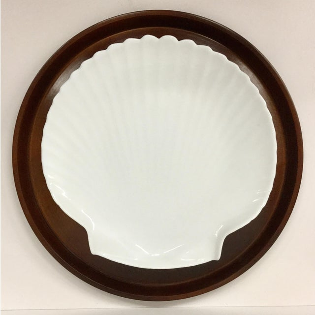 1960s Mid-Century Modern Solid Wood Serving Platter With Clam Shaped Plate - 2 Pieces For Sale - Image 9 of 10