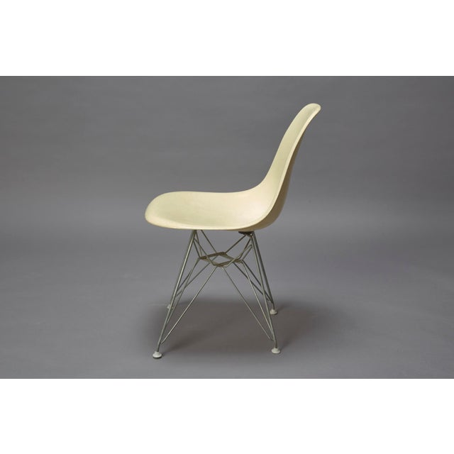 Herman Miller 1950s Mid-Century Modern Charles Eames Fiberglass Shell Chair For Sale - Image 4 of 7