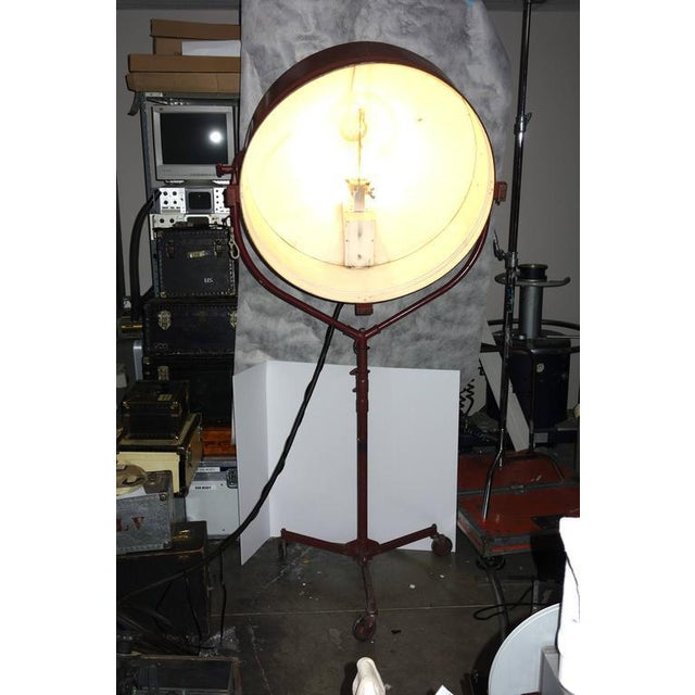 Metal Rare Model Hollywood Movie Studio Light Circa 1950 As Sculpture With Stand For Sale - Image 7 of 12