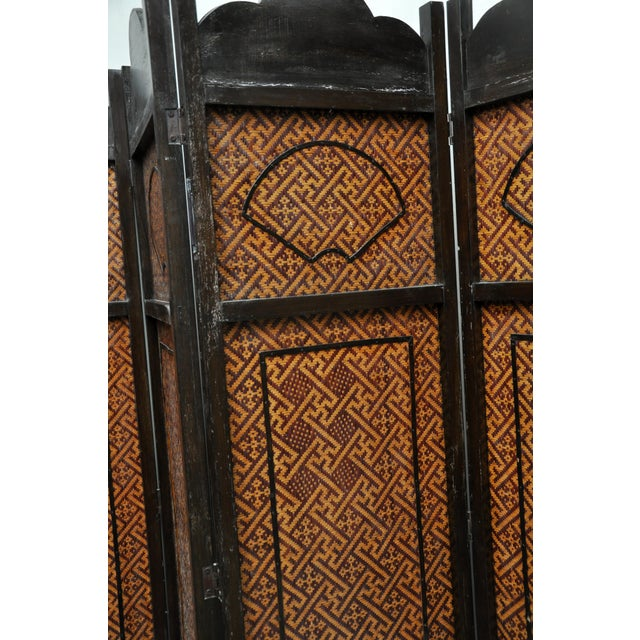 Early 20th Century Vintage Chinese Colonial 6-Fold Woven Bamboo Screen For Sale - Image 5 of 11