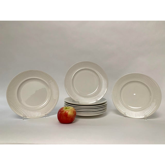 Final Markdwon 1960s Johnson Brothers White Ironstone Dinner Plates - Set of 11 For Sale In New York - Image 6 of 12