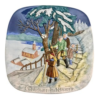 1975 Christmas Around the World Plate Christmas in Norway For Sale