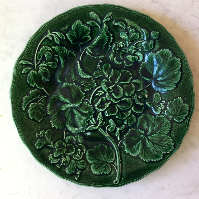 Late 19th Century 1880 English Green Majolica Geranium Plate For Sale - Image 5 of 8