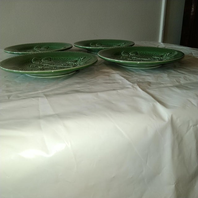 Traditional 20th Century Cottage Portuguese Green Porcelain Plates - Set of 4 For Sale - Image 3 of 4