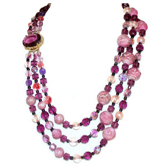 1950s 1950/60s Vintage Multi Strand Pink and Purple Necklace With Jeweled Clasp For Sale - Image 5 of 6