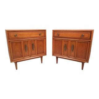 Pair of Vintage Modern Nightstands by Drexel Heritage For Sale