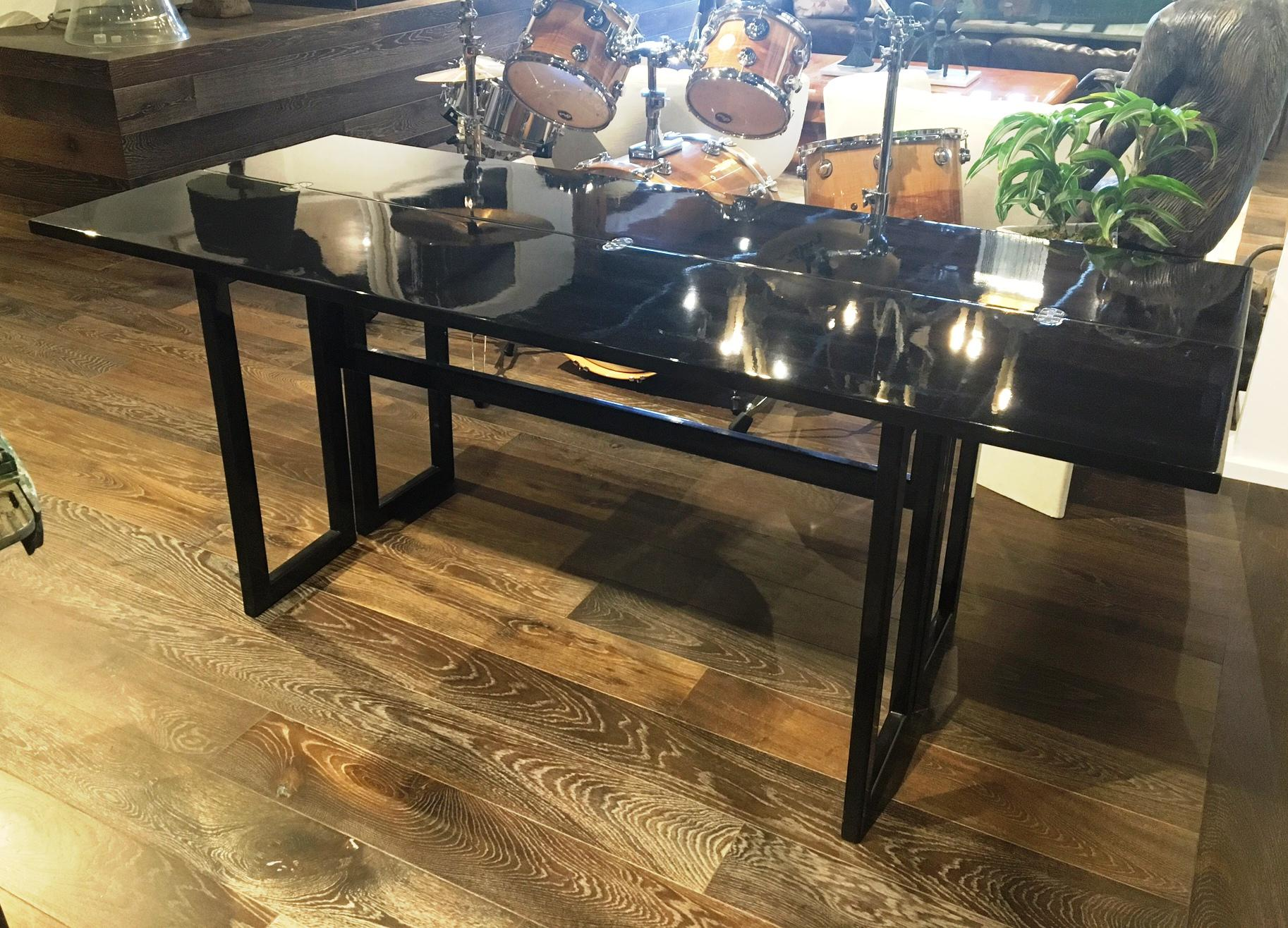 This High Gloss, Black Lacquered Console Table Has Simple Lines And Offers  A Modern,