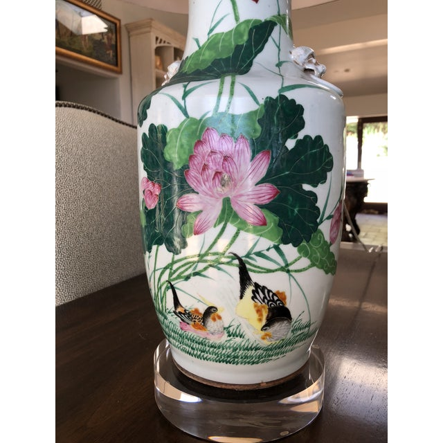 Metal Hollywood Regency Antique Chinese Chinoiserie Ginger Jar Vase Lamp With Lucite Base For Sale - Image 7 of 13