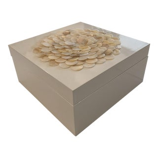 Medium Tozai Home Mother of Pearl Flower White Lacquered Box For Sale