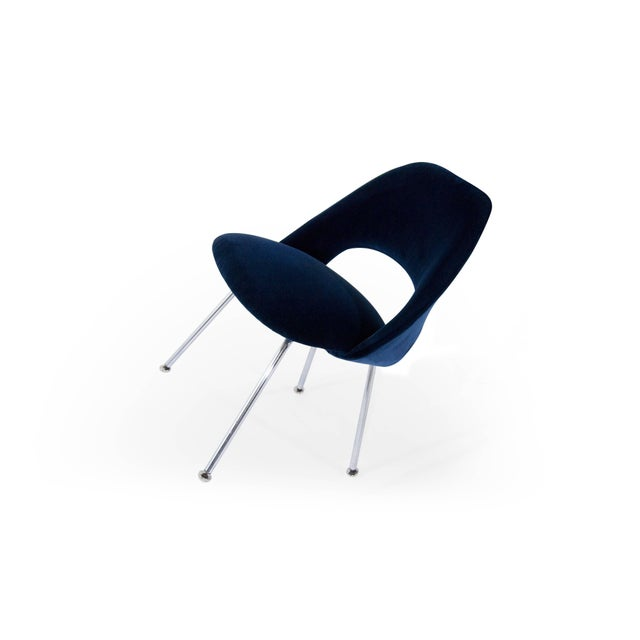 Chrome Eero Saarinen for Florence Knoll Executive Navy Blue Velvet Side Chairs - Set of 4 For Sale - Image 7 of 10