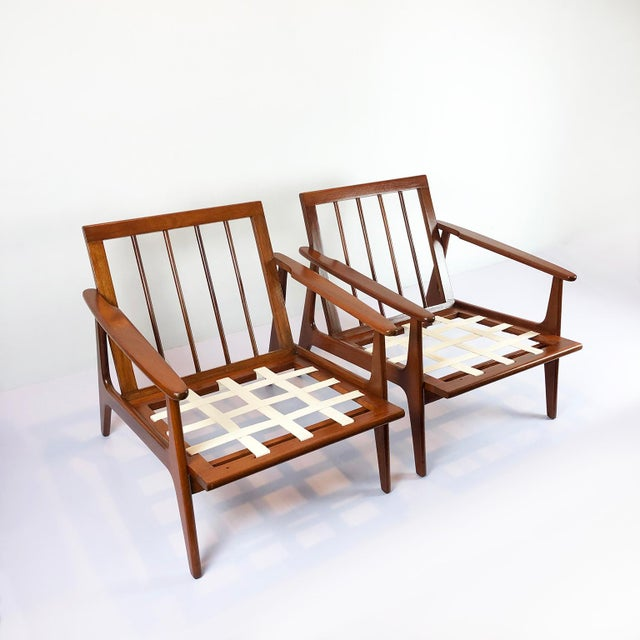 We offer these pair of armchairs in the style of Clara Porset, made in mahogany wood and recently restored, circa 1950.