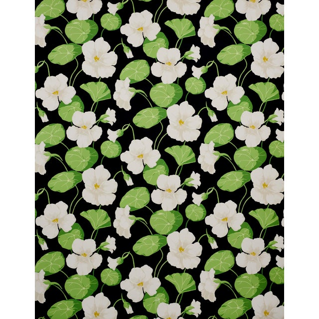 This big, romantic floral wallcovering is based on a 1930s original and feels unexpectedly au courant, thanks to a...