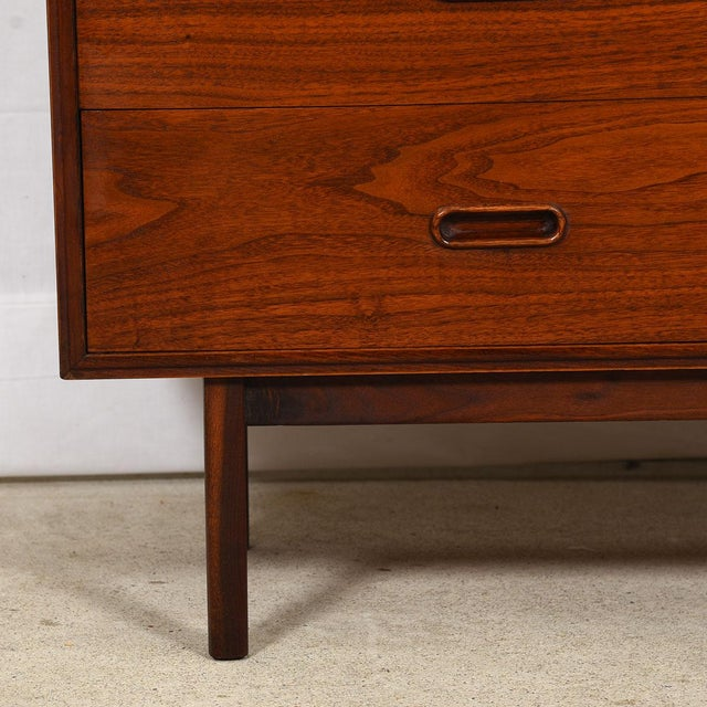 MCM Walnut Gentleman's Chest / Dresser With Graduated Drawers For Sale In Washington DC - Image 6 of 12