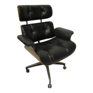 Mid-Century 670 Walnut / Leather Rolling Desk Chair by Selig For Sale