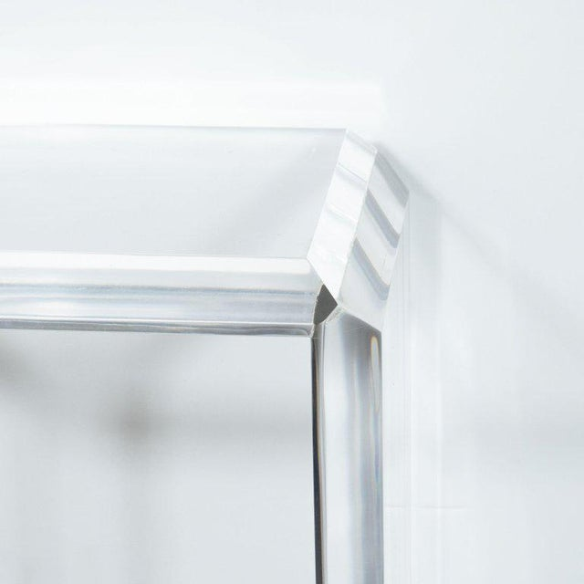 Hollywood Regency Mid-Century Modern Translucent Lucite Rectilinear Bevelled Waterfall Pedestal For Sale - Image 3 of 7
