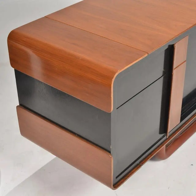 1980s Italian Modern Credenza With Leather Base For Sale - Image 4 of 9