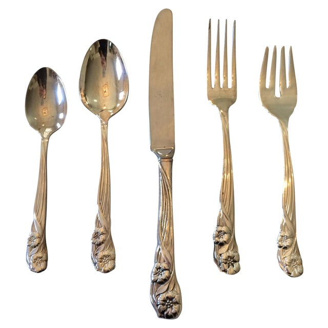 Oneida Trillium Silverplate Service for 6 Flatware - Image 1 of 10