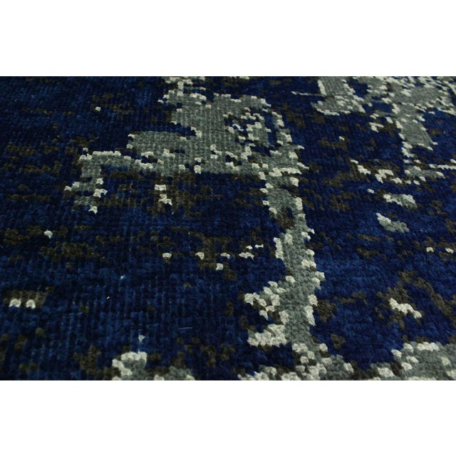 2010s Abstract Modern Terisa Blue/Ivory Wool&Silk Rug - 4'2 X 6'5 For Sale - Image 5 of 8