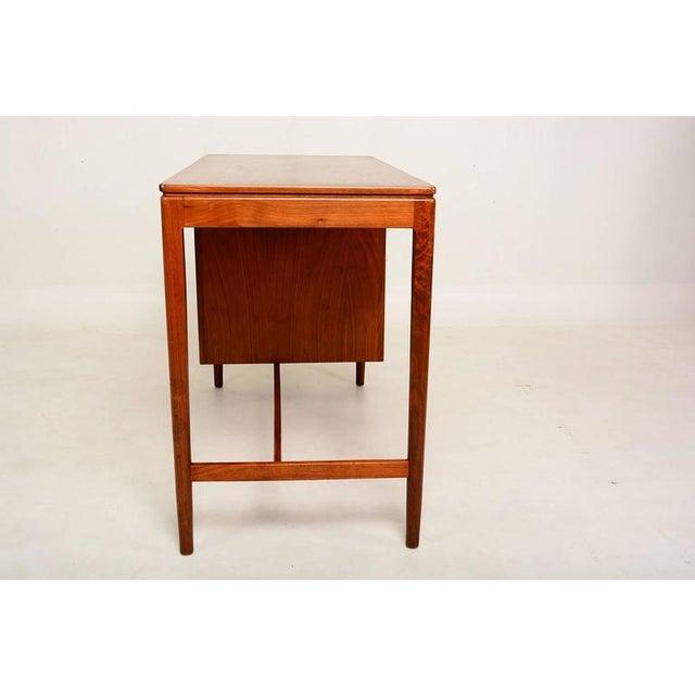 Brown Mid Century Modern Walnut Desk by Drexel Kipp Stewart For Sale - Image 8 of 9