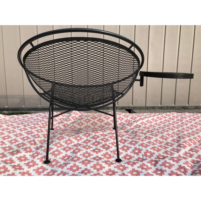 1950s 1950s Salterini Tempestini Radar Space Age MCM Mid-Century Modern Wrought Iron Lounge Patio Chairs With Tray Set #4 - a Pair For Sale - Image 5 of 13