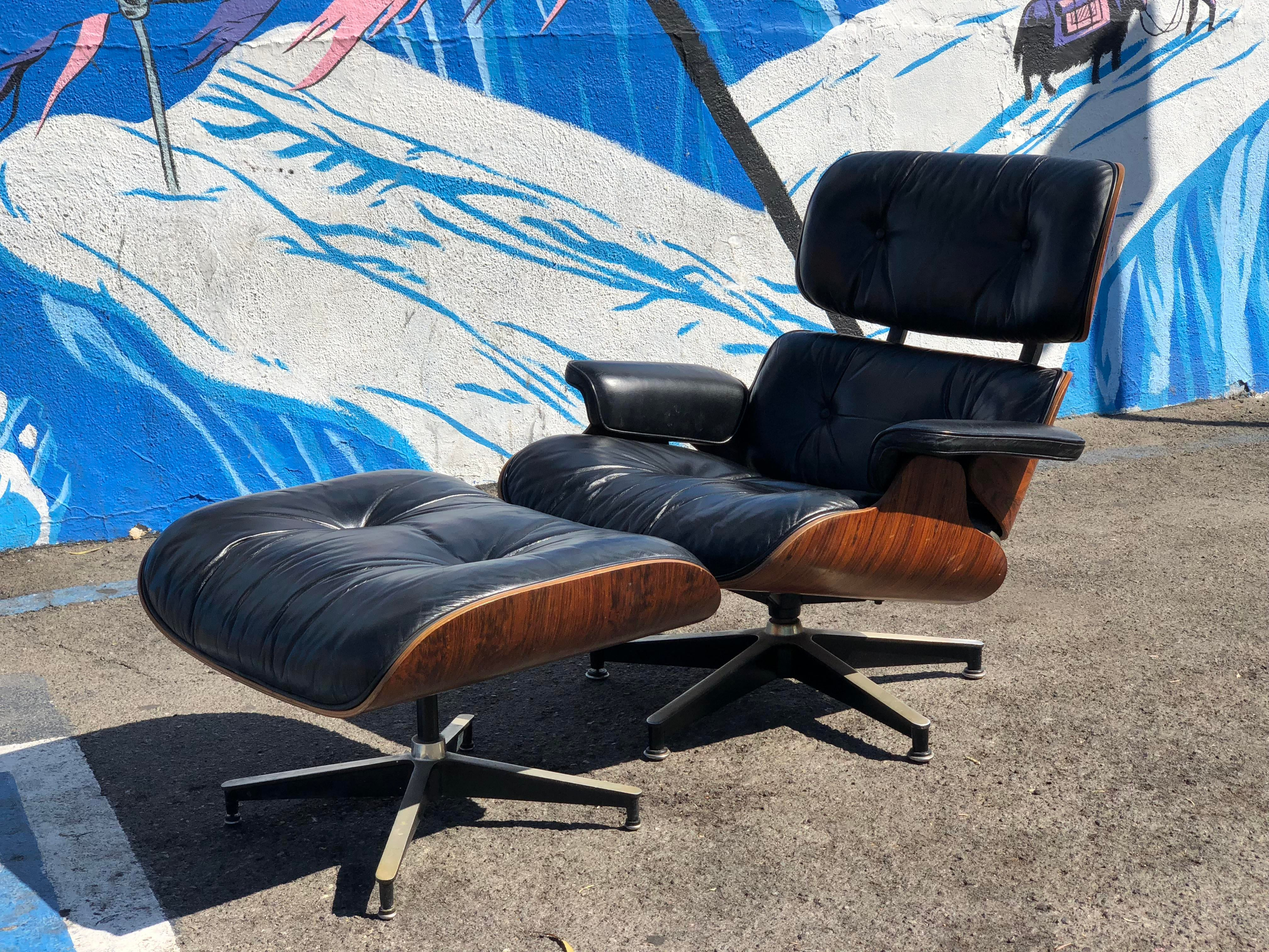 Danish Modern 1970s Herman Miller Eames Lounge Chair And Ottoman 670/671  For Sale