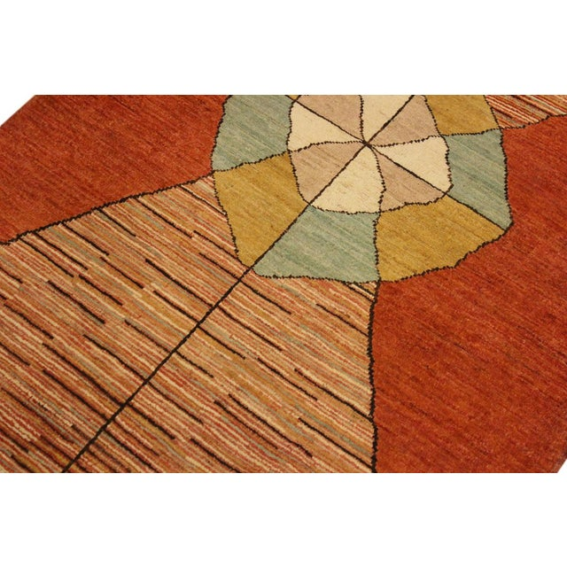 Gabbeh Peshawar Gerry Orange/Gold Hand-Knotted Wool Rug -3'0 X 4'5 For Sale In New York - Image 6 of 8