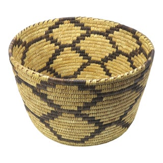 1930s Vintage Native American Style Hand Woven Fiber Basket For Sale