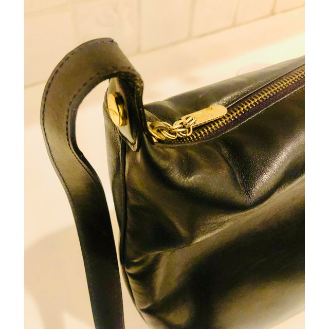 1980s Salvatore Ferragamo Large Navy Leather Hobo Purse For Sale In New York - Image 6 of 9
