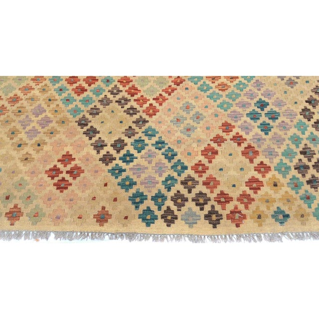 "Kilim Arya Brendan Ivory/Gray Wool Rug - 6'5"" X 9'6"" For Sale - Image 5 of 7"