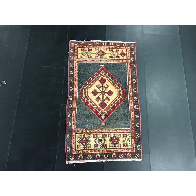 Turkish Oushak Small Wool Rug - 1′8″ × 2′11″ For Sale In Phoenix - Image 6 of 6